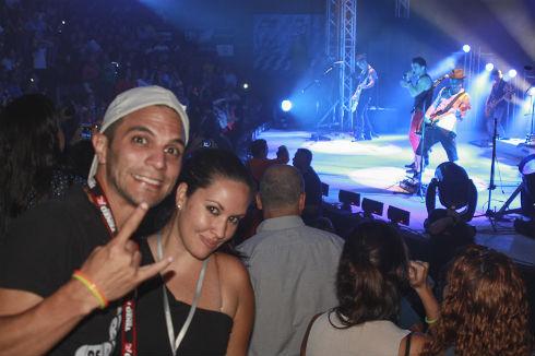 Frank Garcia y Karen Belmar de Radio el Hatillo disfrutando del concierto