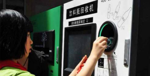 En-Beijing-puede-usar-una-botella-plástica-para-pagar-tu-viaje-en-metro