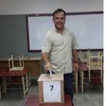 Omar Nowak votando