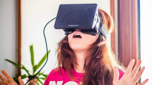 Anna-Bashmakova-and-Oculus-Rift-660x595
