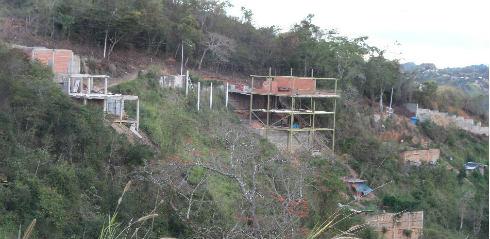 Ocupaciones irregulares a entrada de Los Robles -2 !