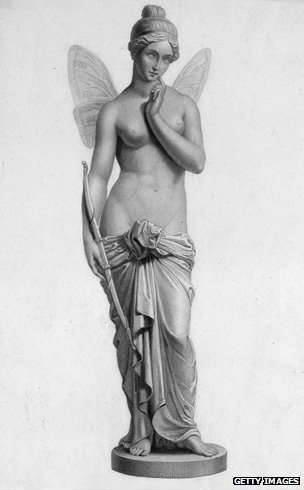 La diosa del alma griega, con sus alas de mariposa.