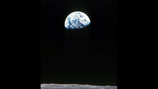 La Tierra, tal y como la vio la tripulación del Apolo 11 desde la Luna, en julio de 1969.