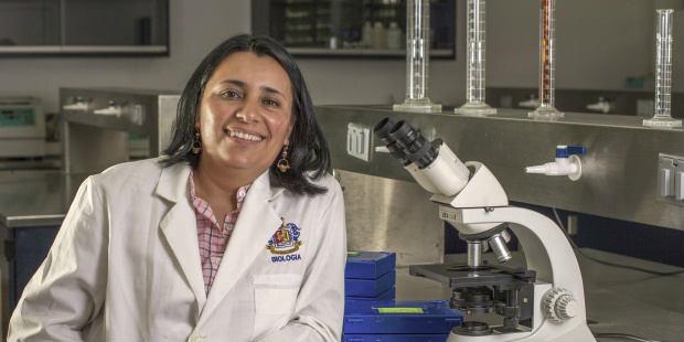 La bióloga Vega Frutis premiada por su investigación sobre los hongos. EFE/F. L´Oreal