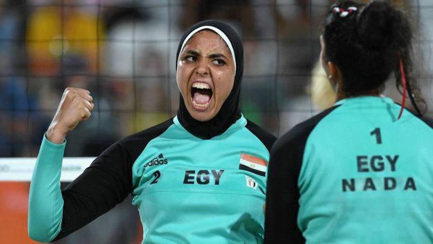 Doaa Elghobashy jugó con hiyab pero su compañera de dupla, Nada Meawad, no. Imagen: Getty