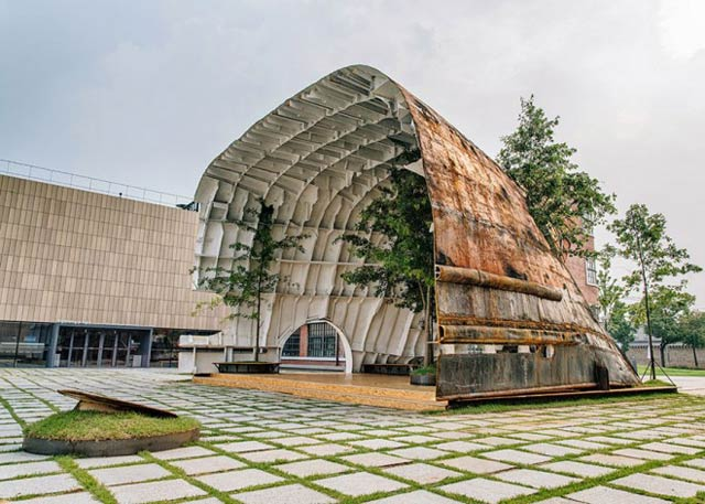 old-ship-transformed-into-building-shinslab-architecture-4-660x550