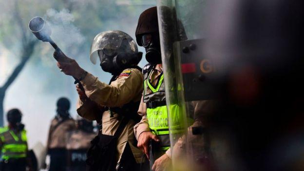 Aunque parece contradictorio el gas lacrimógeno a temperatura ambiente no es un gas, sino un sólido. Imagen: Getty Images