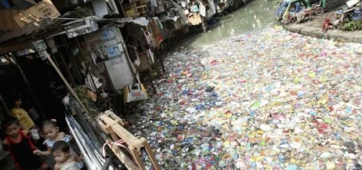 Foto de archivo de un río altamente contaminado en Manila (Filipinas). EFE/Val Handumon