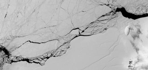 Fotografía cedida por la NASA de una grieta en el segmento Larsen C de la Antártida. EFE/NASA