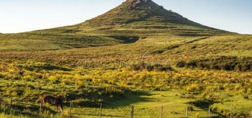 batovi-hill-tacuarembo-uruguay-idyllic-landscape-north-central-56749620-700x467