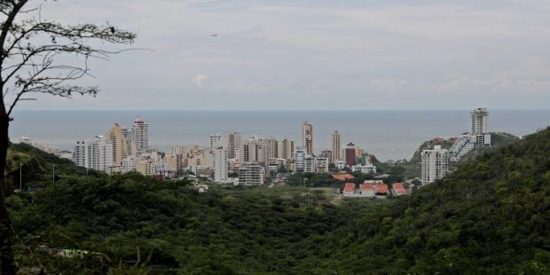 th_1cce678baa2865fe866ba90e481edd63_colombia-Santa-Marta-Vista-aérea