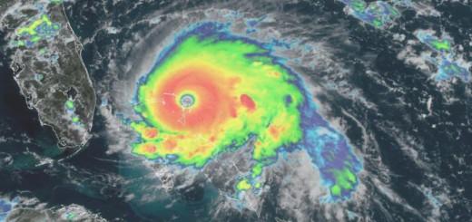Dorian muestra un ojo bien definido, señal de su intensificación. Imagen: NOAA